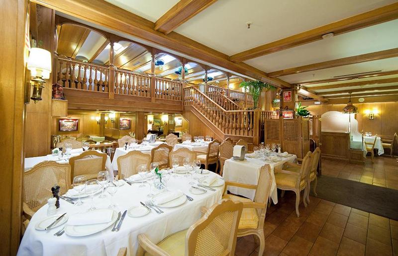 Interior do Restaurante Botafumeiro em Barcelona