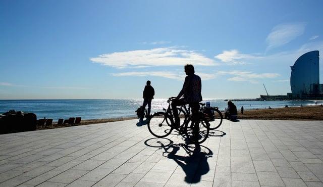 Passeios a pé e de bicicleta por Barcelona