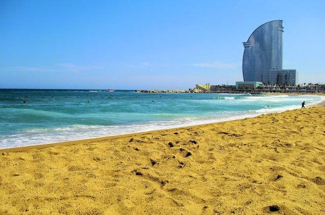 Praia Barceloneta em Barcelona