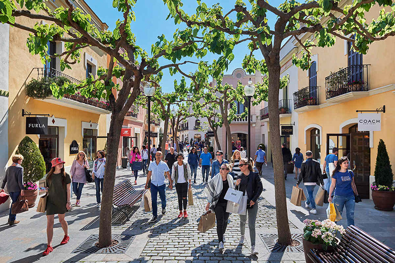 Compras no La Roca Village Outlet Shopping