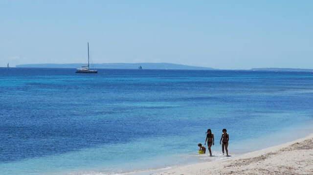 Praia Es Cavallet em Ibiza