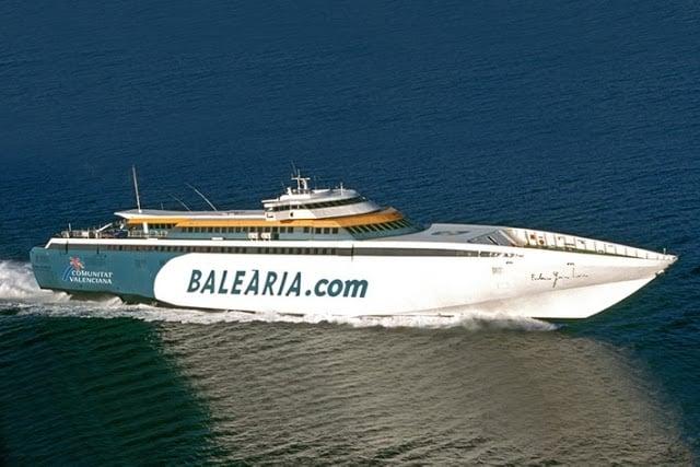 De ferry de Barcelona até Ibiza