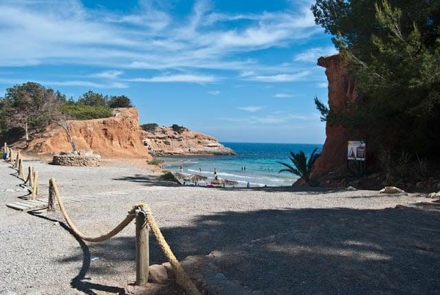 Praia Cala Sa Caleta em Ibiza
