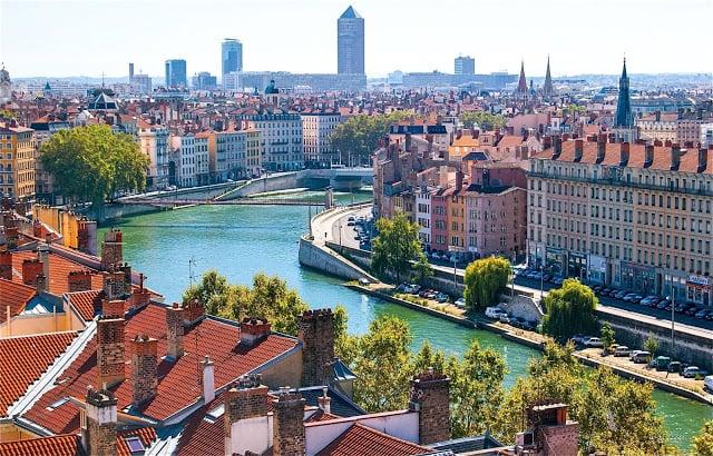 Viagem de trem de Barcelona a Lyon