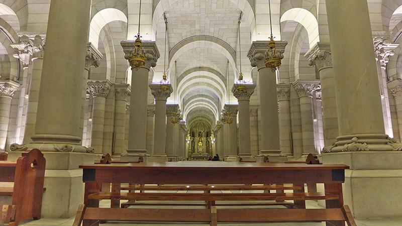 Interior da Catedral de la Almudena em Madri