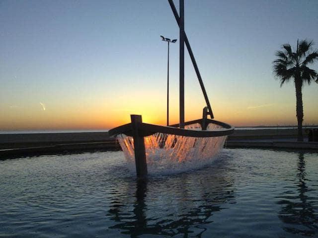 Pôr do Sol em uma praia de Valência