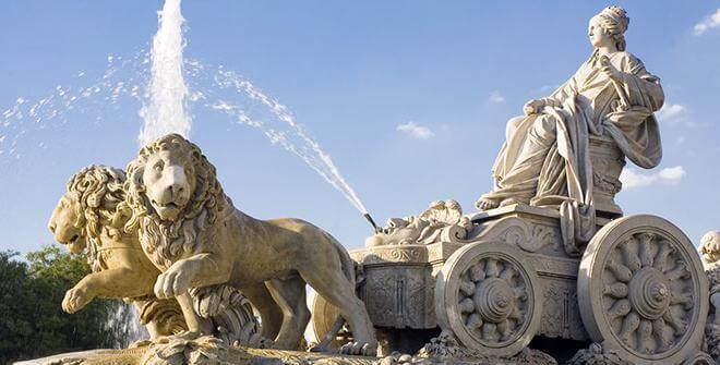 Detalhe da fonte com a deusa Cibeles e os leões