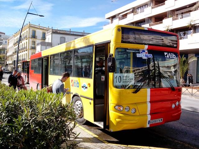 Ônibus em Ibiza