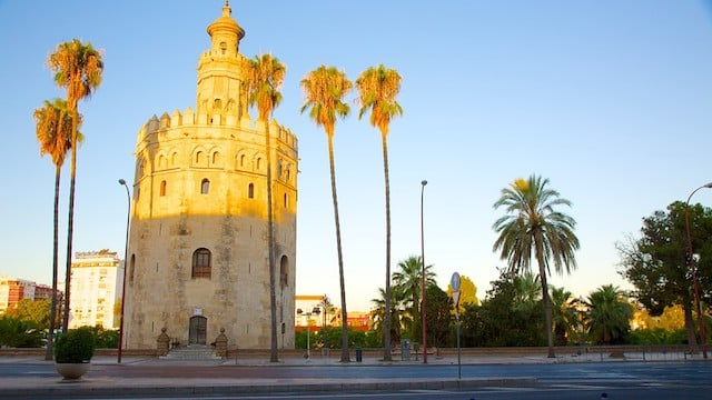 Torre del Oro iluminada pelo Sol