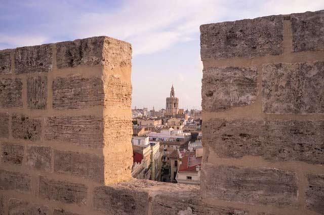 Vista das Torres de Serranos em Valência