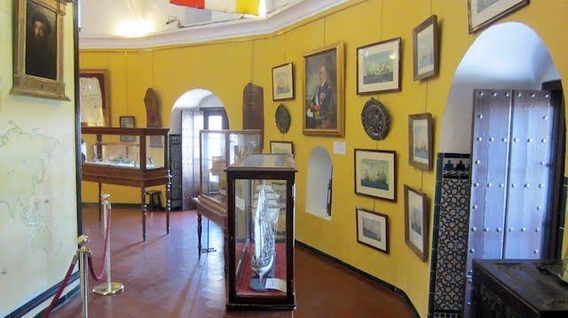 Museu Marítimo no interior da Torre del Oro