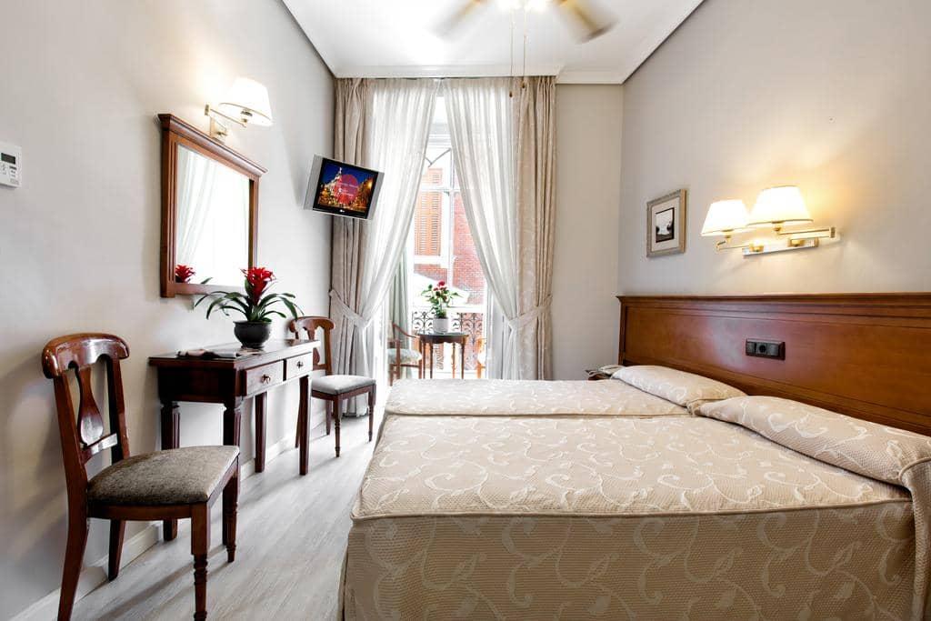 Hostal La Macarena em Madri - quarto