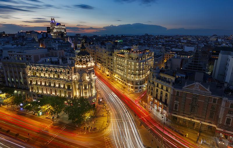Vista aérea e noturna da cidade de Madri