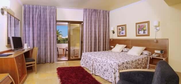 Invisa Hotel La Cala em Ibiza - quarto