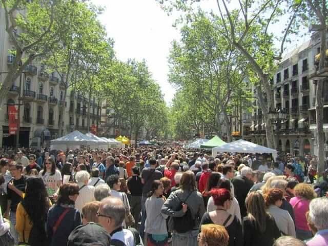 Multidões em Barcelona -Las Ramblas