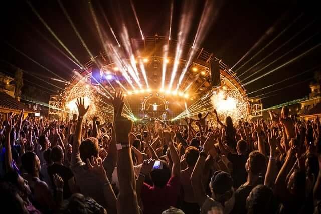 Passeio pela vida noturna de Ibiza