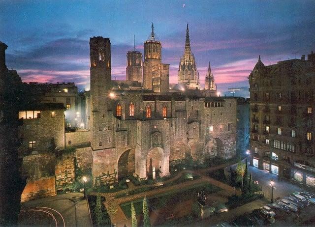 10 casas noturnas e música ao vivo no Barri Gótic em Barcelona