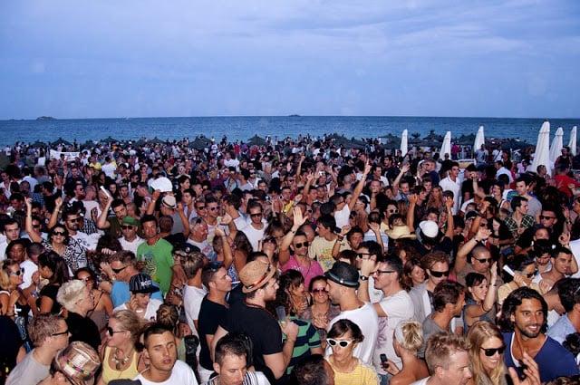 Ibiza lotada na alta temporada