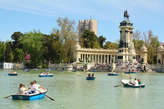 Pedalinhos no Parque do Retiro em Madri