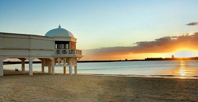 Praia La Caleta em Cádiz
