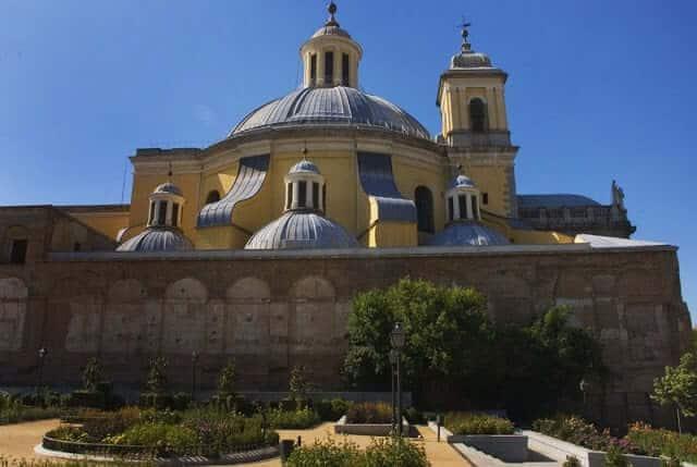 Vista da cúpula da Basílica de San Francisco desde o exterior