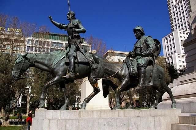 Elementos da Plaza de España - Fonte de Miguel de Cervantes