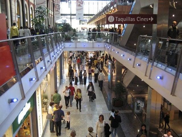 Interior Shopping Príncipe Pio em Madri