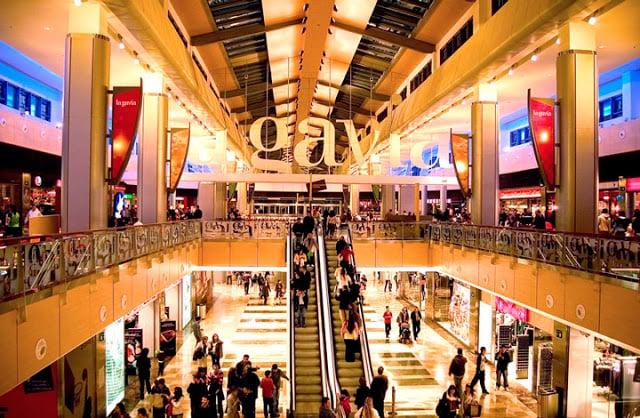 Interior Shopping La Gavia - lojas