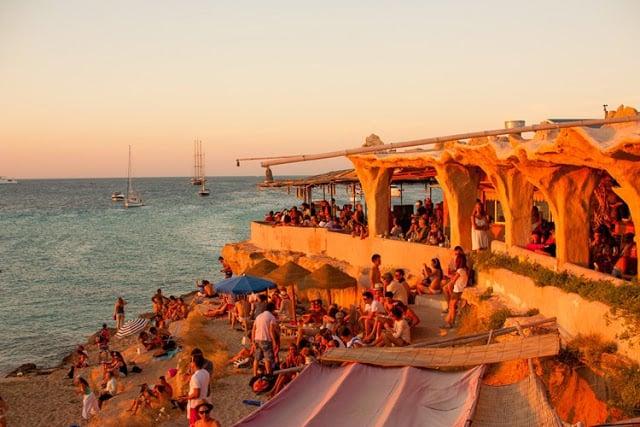 Beach Club Sunset Ashram em Cala Conta