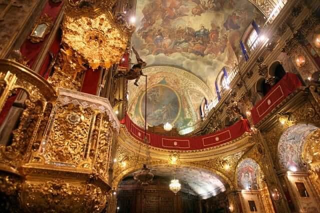 Interior da Basílica de San Juan de Dios em Granada