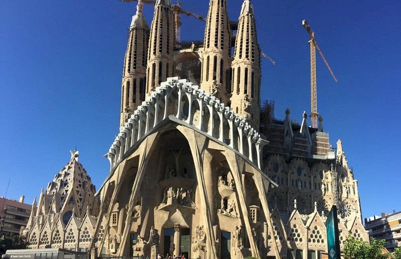 Frente da Sagrada Família