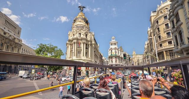 Passeio no ônibus turístico de Madri