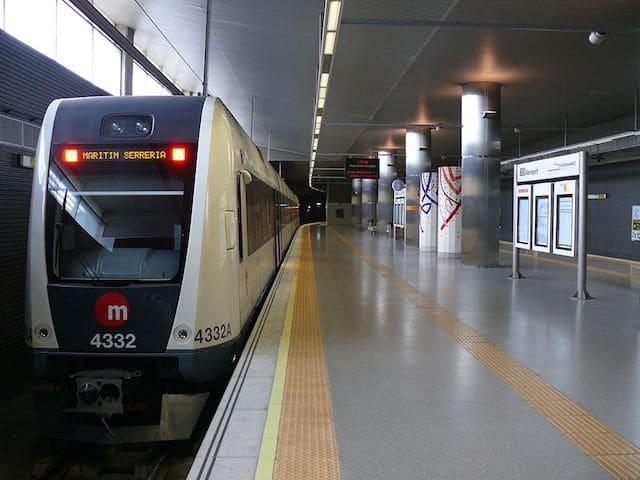 Metrô do aeroporto ao centro de Valência