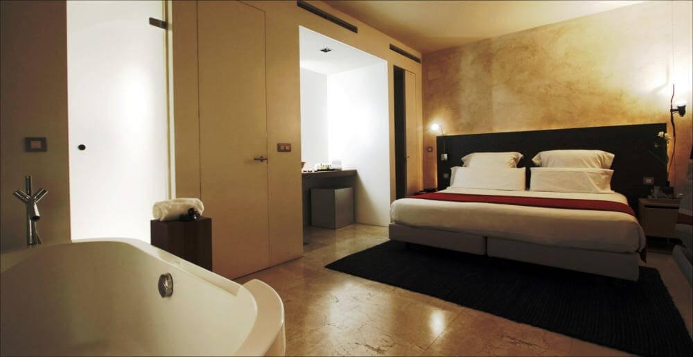 Hotel EME Catedral em Sevilha - quarto