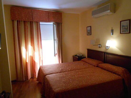 Hotel Carlos V em Málaga - quarto