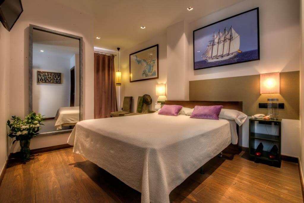 Hotel La Catedral em Cádiz - quarto