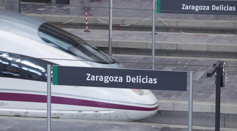 Trem AVE partindo de Zaragoza Delicias
