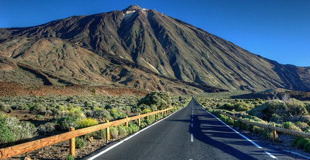 Estrada para o vulcão Teide em Tenerife