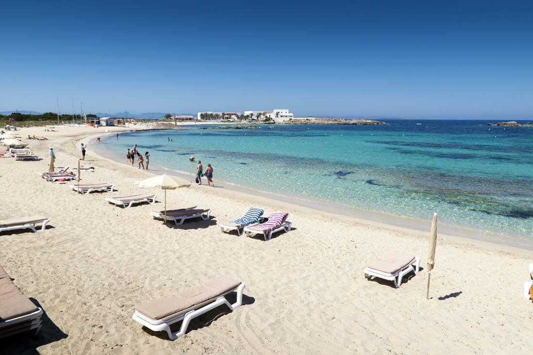Praia de Es Pujols em Formentera