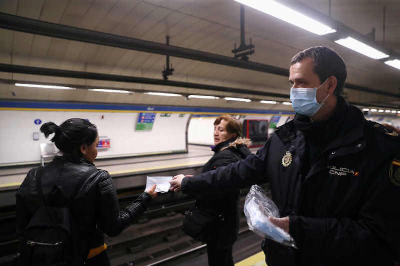 Máscaras no transporte público na Espanha