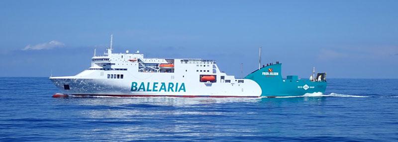 Ferry partindo de Barcelona na Espanha