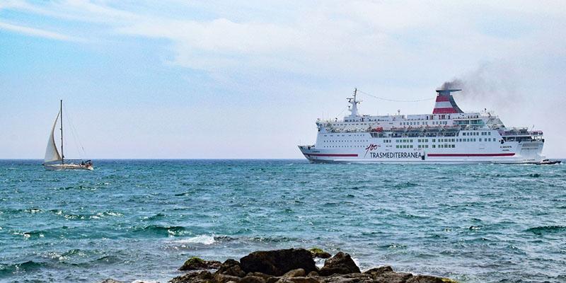 Ferry da Trasmediterranea em Barcelona